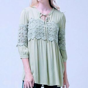 Andree lace accent notch neck tunic Size S